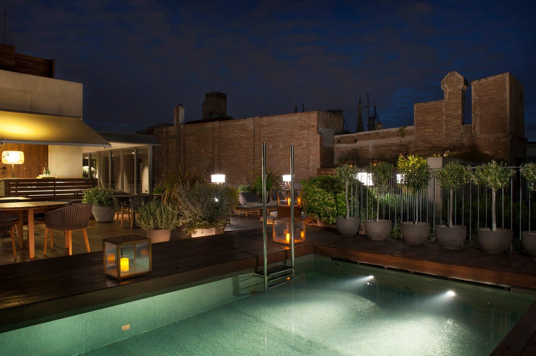 Terrasse h tel de luxe barcelone h tels 5 toiles barcelone mercer hoteles barcelona - Hotel piscina barcellona ...
