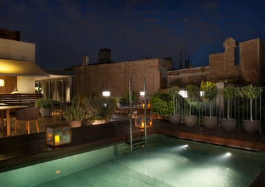 Terrace and pool in the luxury hotel Mercer Barcelona - Night