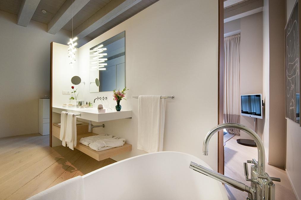 Mercer Hotel Barcelona Deluxe Room